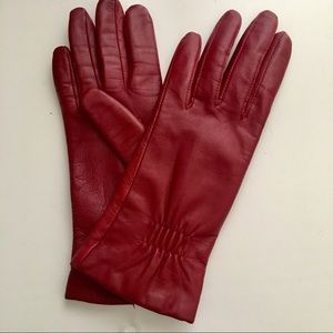 Leather driving gloves. Red